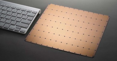 Porovnanie klávesnce od Apple s čipom Cerebras