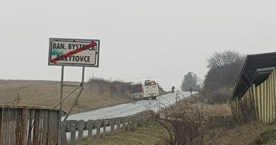 Autobus SAD ZV linky 601455 v jarku pod Badínom